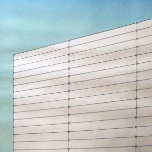 Marinus Fuit - Italiaans gebouw naast schutting